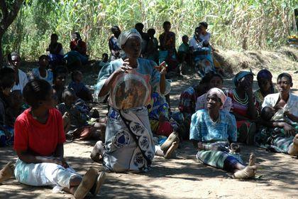 malawiwomen-discussing.JPG